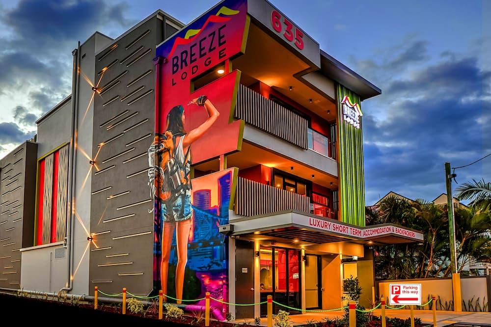 Breeze Lodge - Hostel