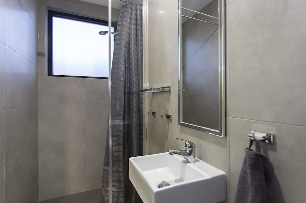 6 Bed Mix With Ensuite - Bathroom