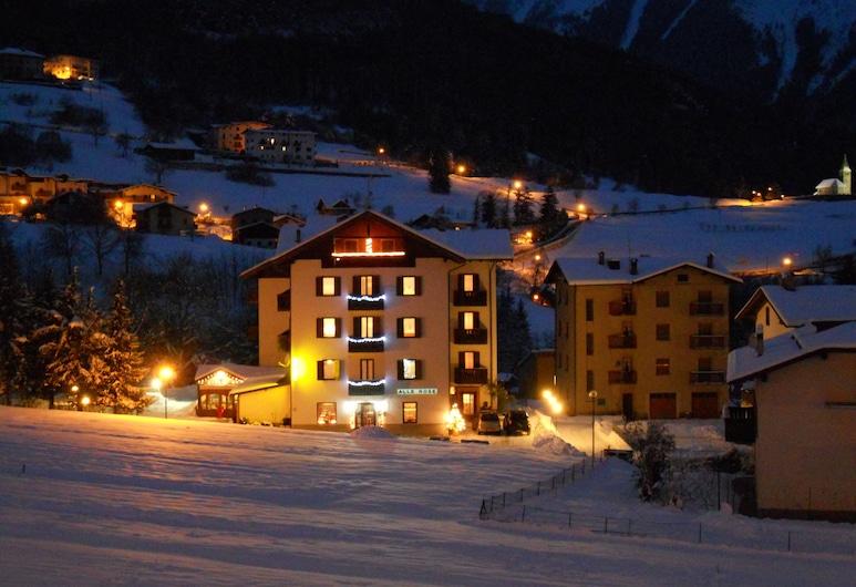 Hotel alle Rose, Cavedago, Viesnīcas priekšskats vakarā/naktī