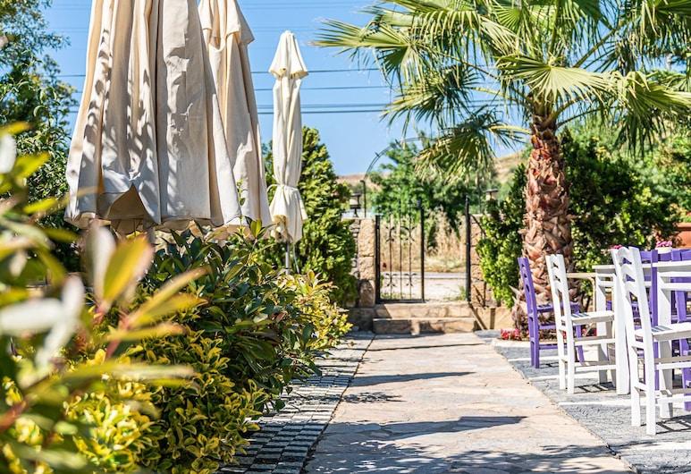 Karahan Otel, Bozcaada, Garden