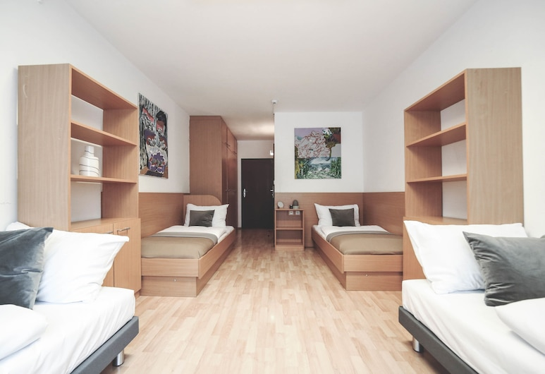 myNext - Campus Hostel, Vienna, Quadruple Room, Private Bathroom, Guest Room