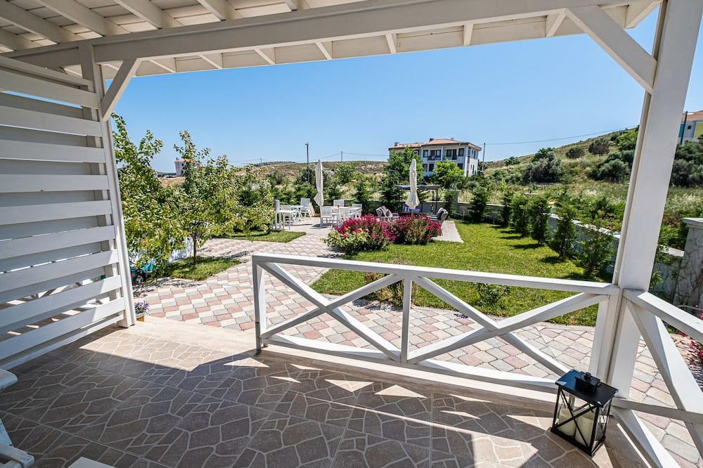 Pokoj Grand s dvojlůžkem, terasa, v zahradě - Výhled do zahrady