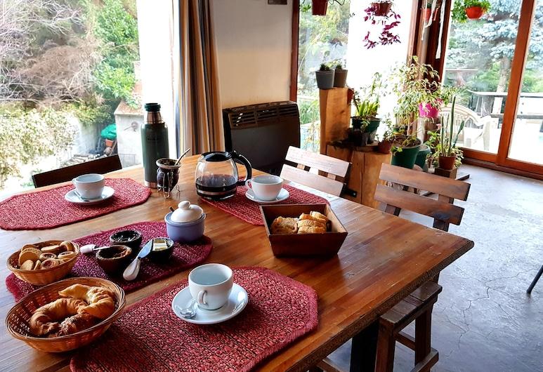 La Casona Hostel, San Carlos de Bariloche, Área para desayunar