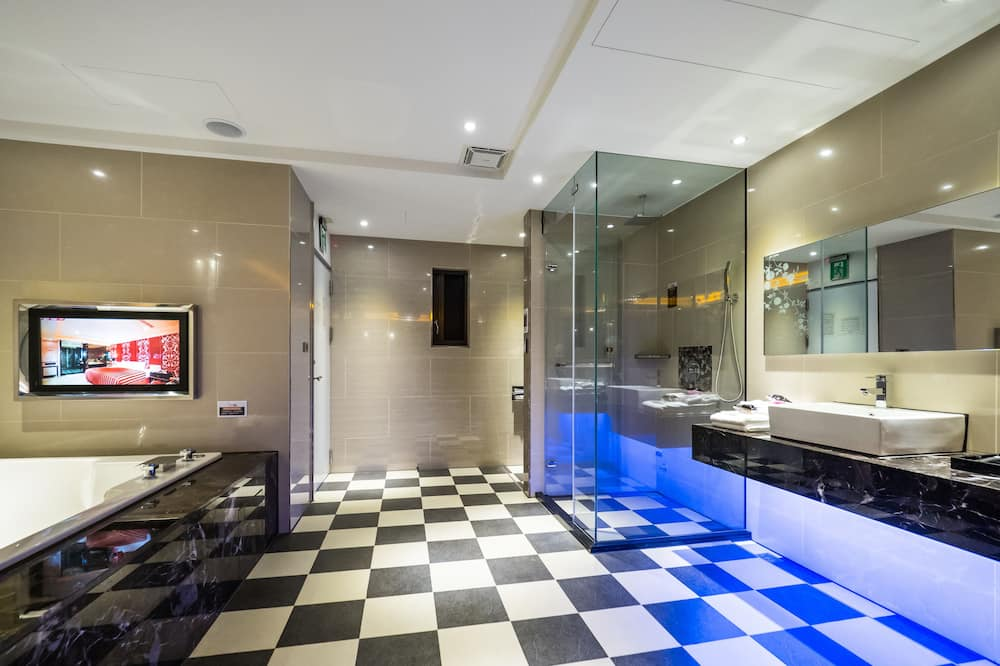 Luxusná dvojlôžková izba, výhľad na mesto - Kúpeľňa