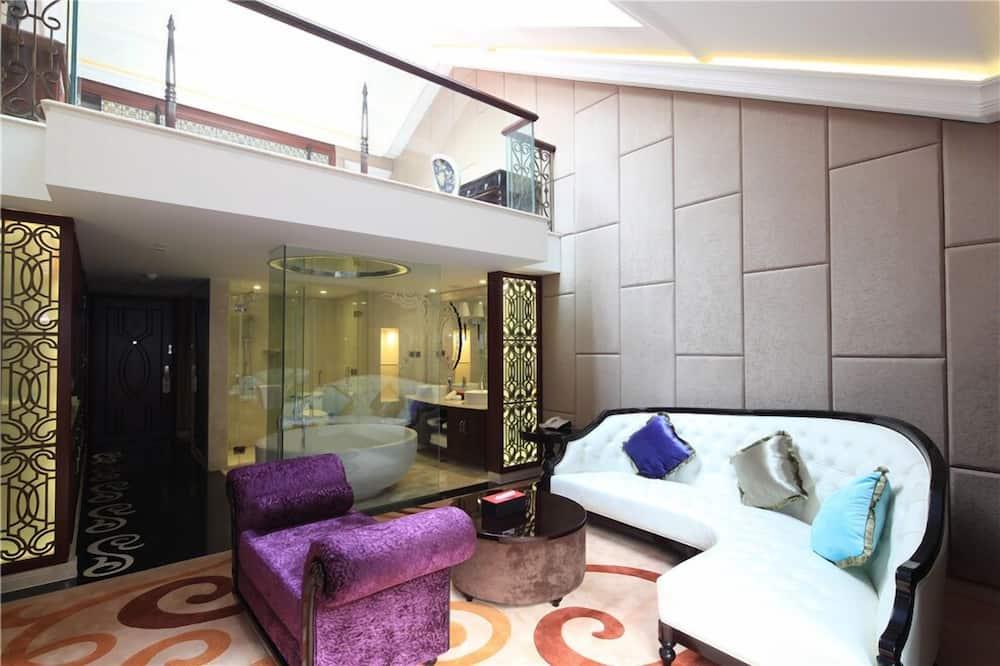 Honeymoon Suite - Living Room