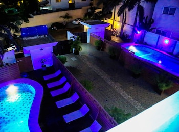 Introduce las fechas para ver los descuentos de hoteles en Cotonou