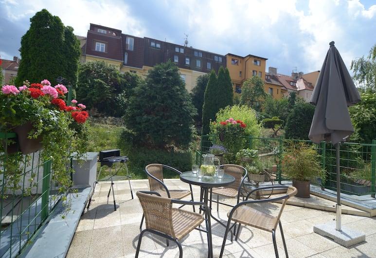 2 Bedroom Home close to Prague Castle, Praha, Comfort-huoneisto, 2 makuuhuonetta, Puutarha-alue, Terassi/patio