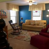 Deluxe Suite, 1 Queen Bed with Sofa bed, Kitchenette, Partial Lake View - Living Area