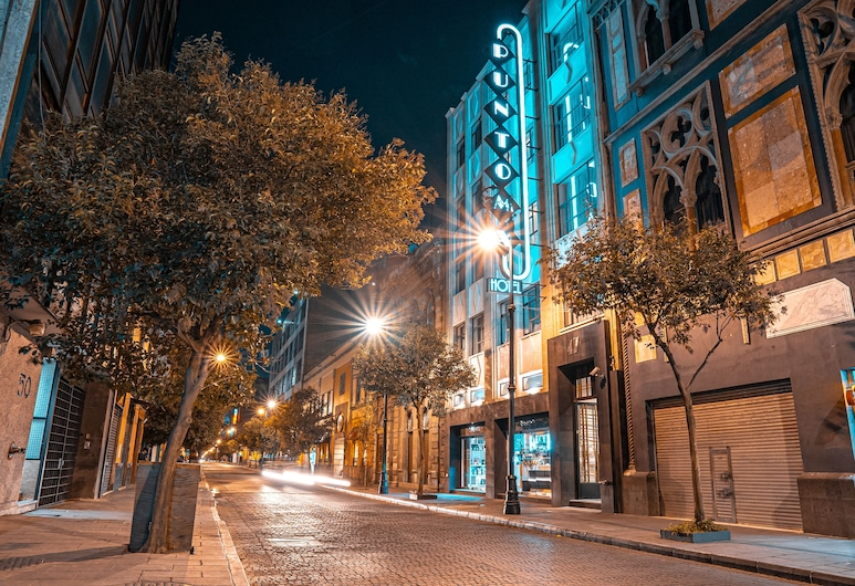 Hotel Punto MX, Ciudad de México, Fachada del hotel de noche