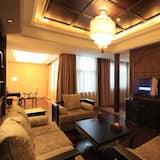 Suite B - Living Room