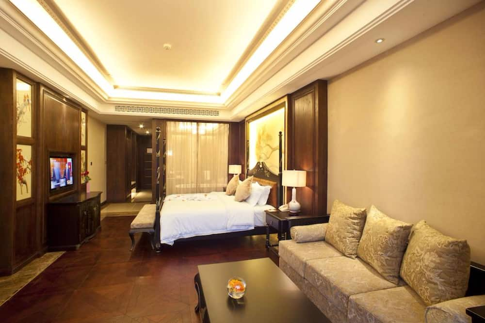 Queen Room B - Living Room