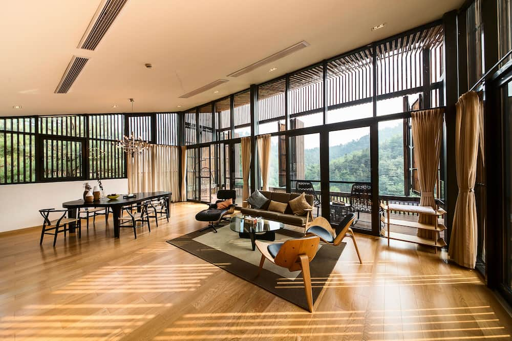 Tree House, 2 Bedrooms - Living Room