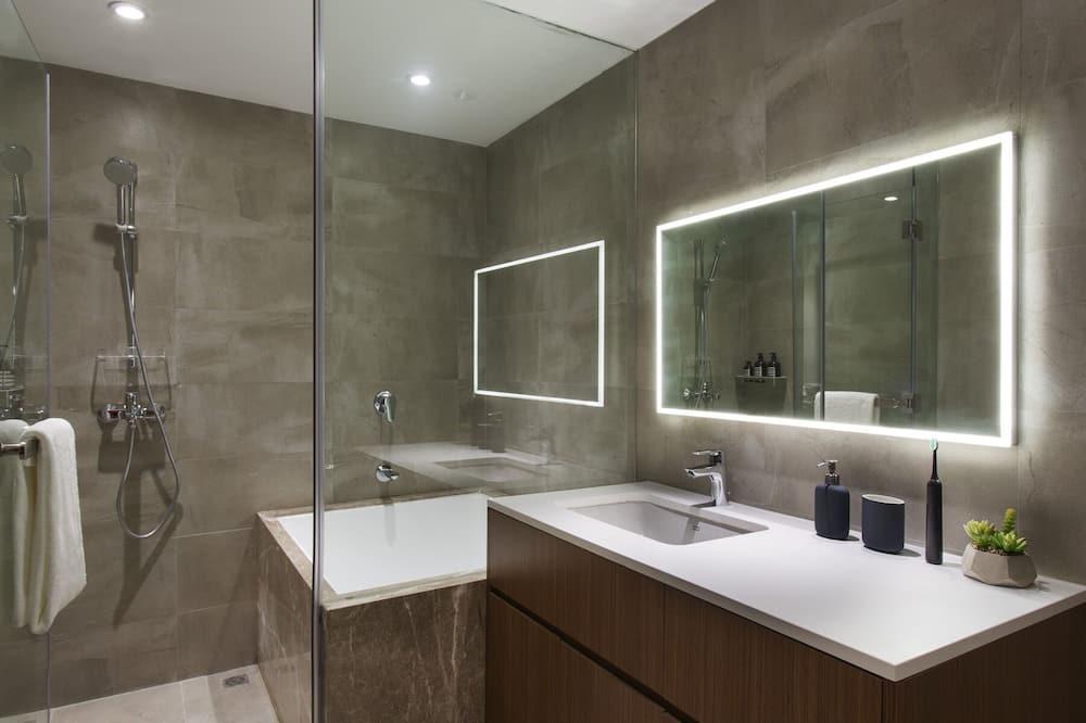 LN Deluxe View One Bedroom Apartment - Bathroom