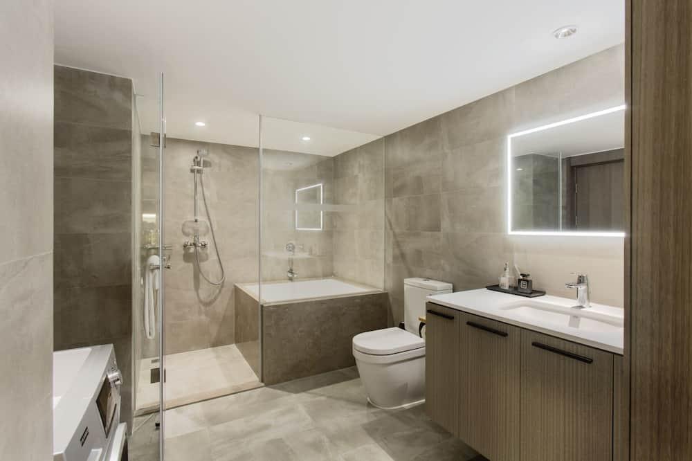 LN Superior One Bedroom Apartment - Bathroom