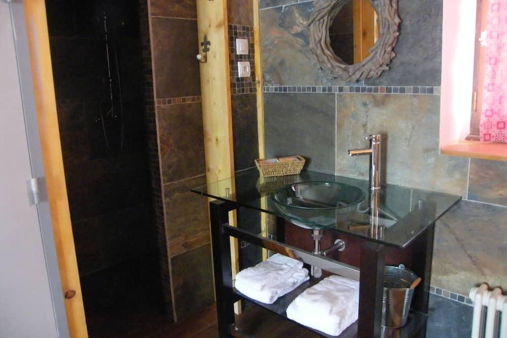 Family Room (Madeleine) - Bathroom