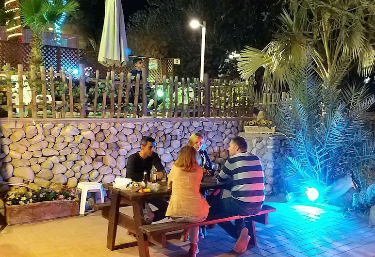 Aloni Neve Zohar Dead Sea, Tamar, Family Studio, Teres/Laman Dalam