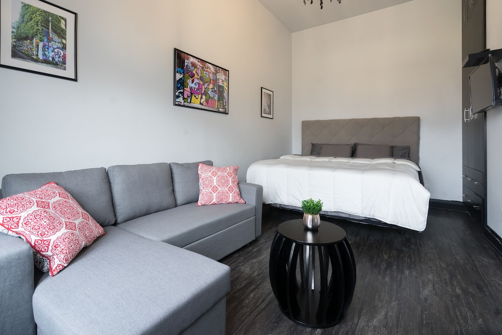 Book Applewood Suites Toronto Traveler Loft in Toronto Hotelscom