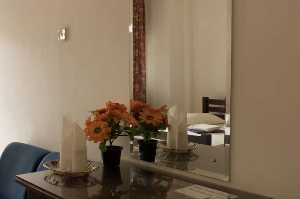 Deluxe Room, 2 Katil Ratu (Queen) - Tempat Makan dalam Bilik