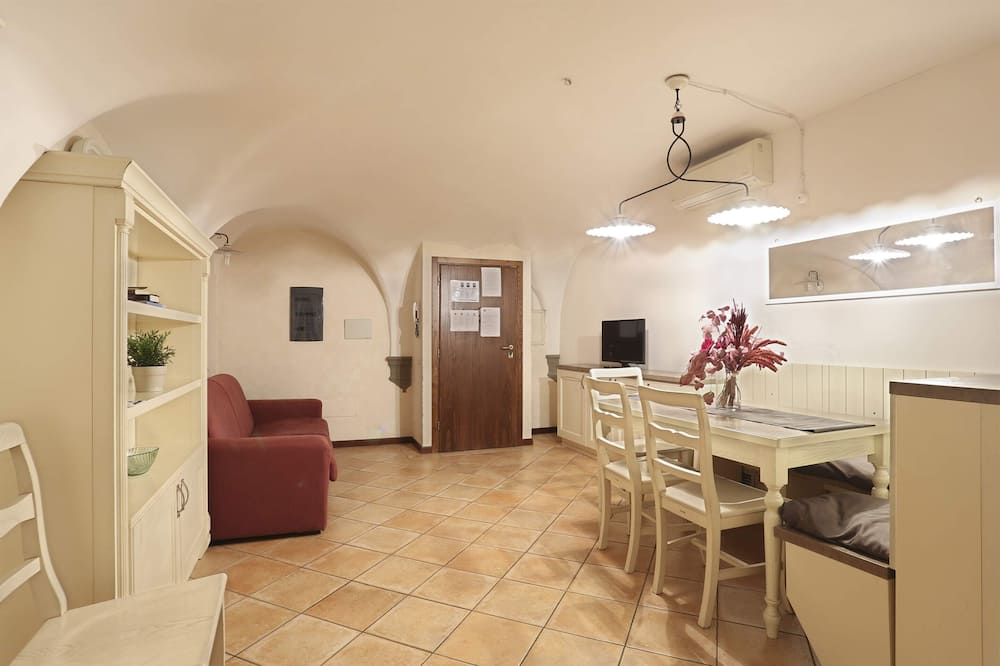 Apart Daire, 3 Yatak Odası (Mercato Centrale) - Oturma Odası