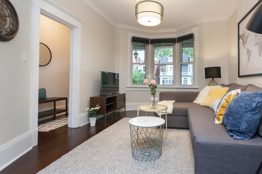 City House, 4 Bedrooms - Living Room