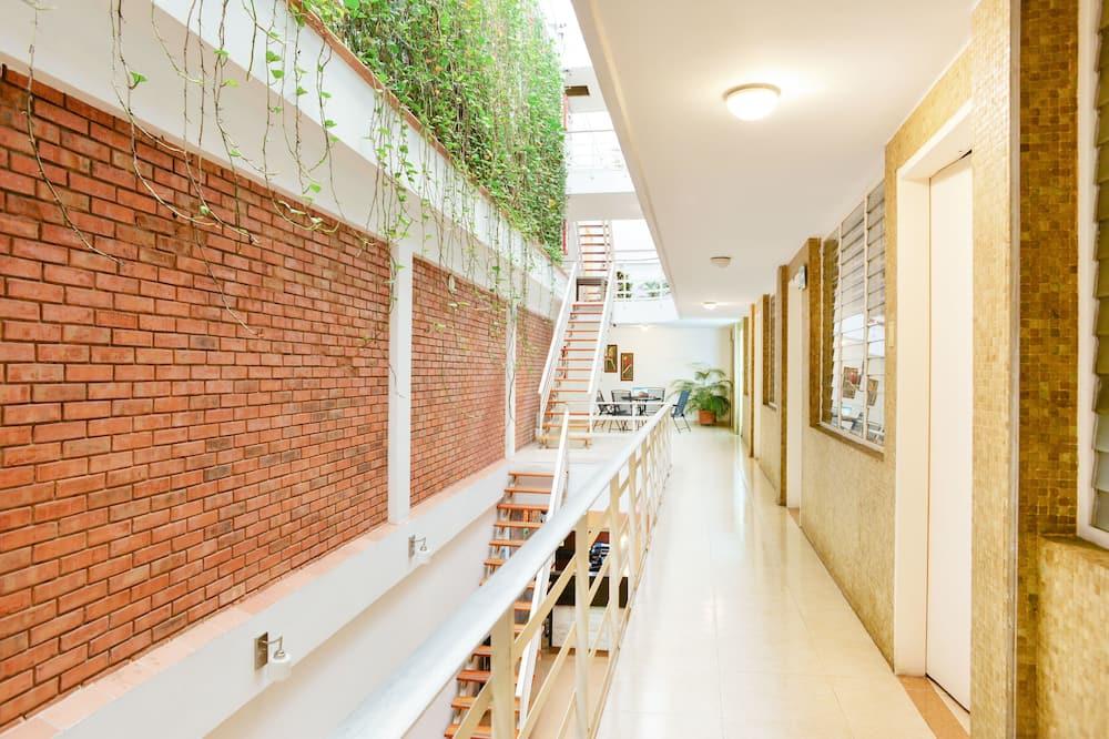 Standard Room, Multiple Beds - Living Area