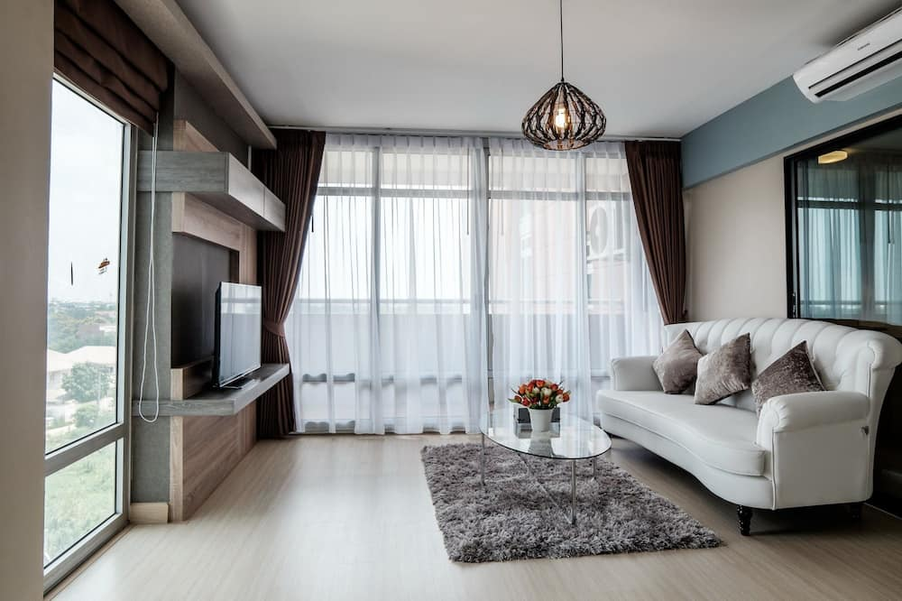 Basic Double Room, 2 Double Beds - Living Area