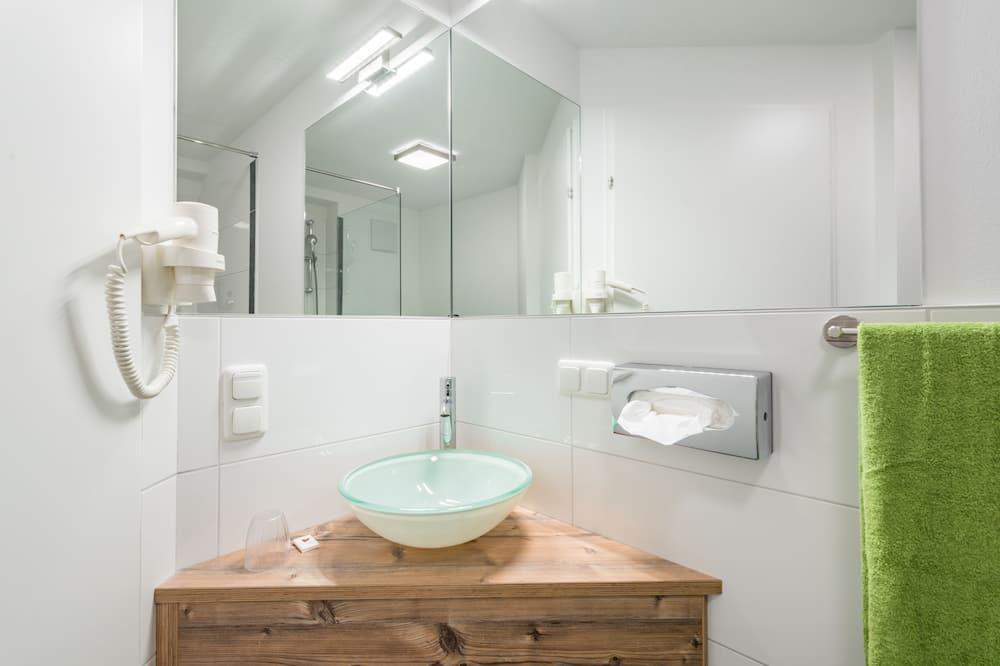 חדר יחיד, שירותים צמודים, נוף לעיר - חדר רחצה