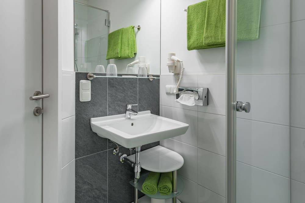 חדר סטנדרט זוגי, חדר שינה אחד, שירותים צמודים, אזור החצר - חדר רחצה
