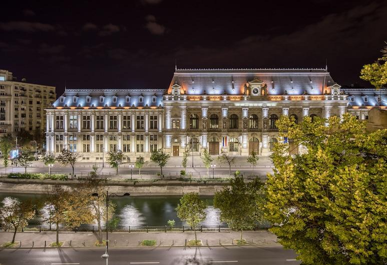 Concorde Old Bucharest Hotel, Bukarest, Hotelfassade am Abend/bei Nacht