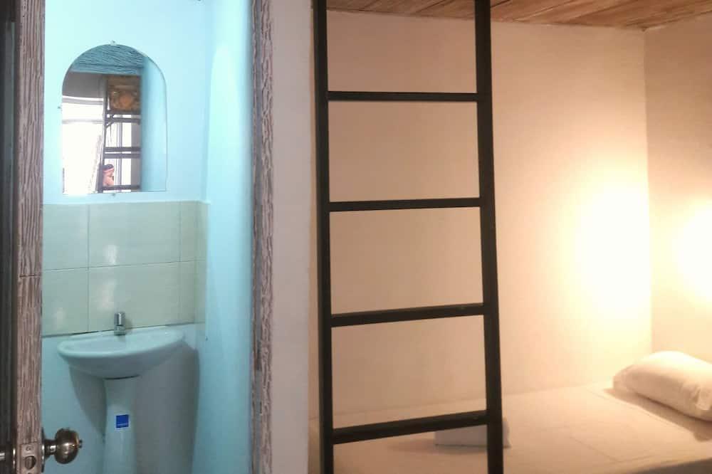 Bendrabutis, mišrus bendrabutis, atskiras vonios kambarys - Vonios kambarys
