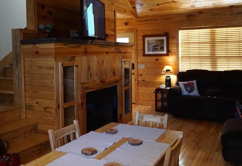 Cozy Cabin Nestled in Gorgeous North Georgia Mountains!, Blairsville, Bilik Rehat