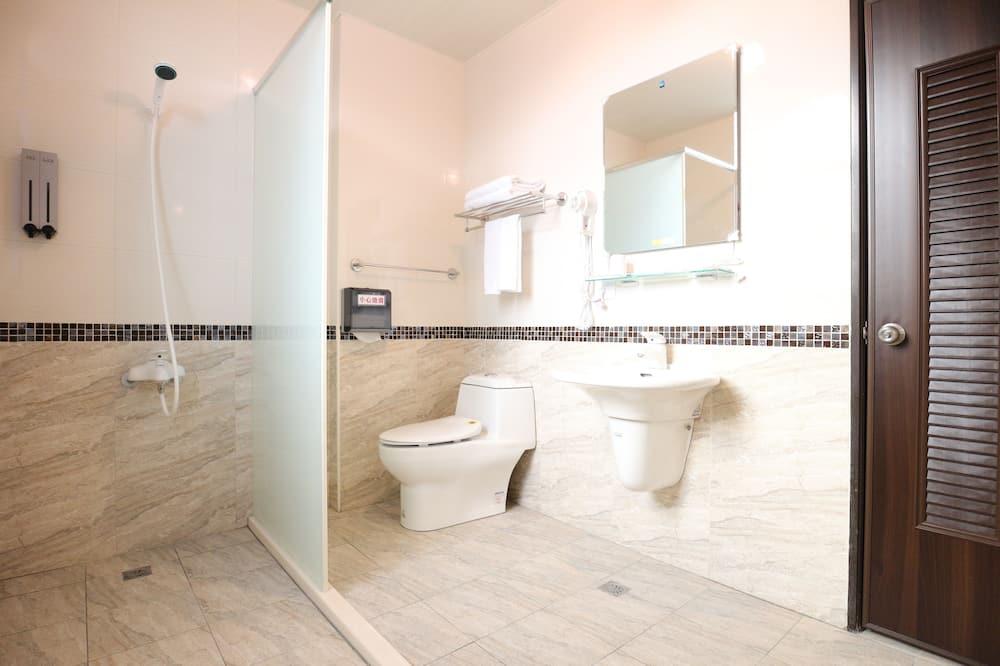 Comfort Quadruple Room - Bathroom