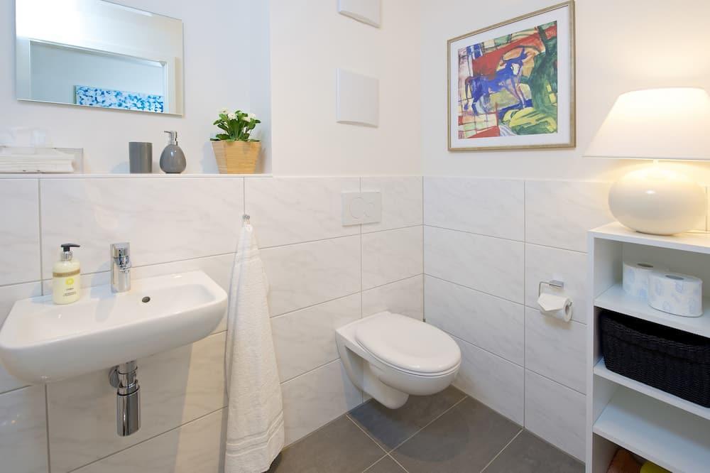 Deluxe Apartment, 2 Bedrooms - Bathroom