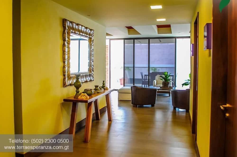Pagerinto tipo dvivietis kambarys, terasa - Svetainės zona