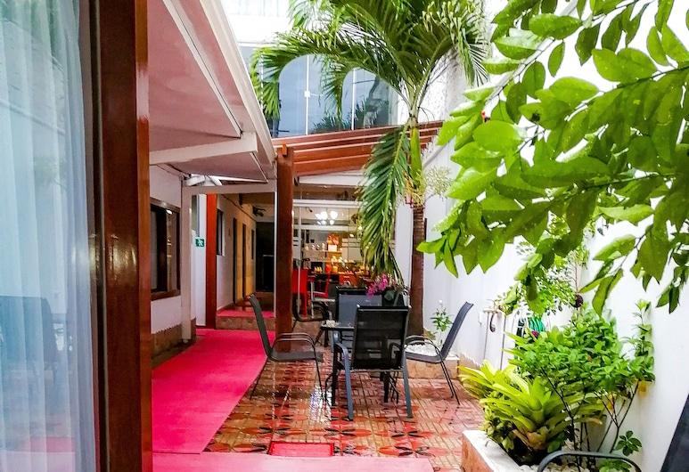 Apart Hotel Buen Retiro, Santa Cruz, Courtyard