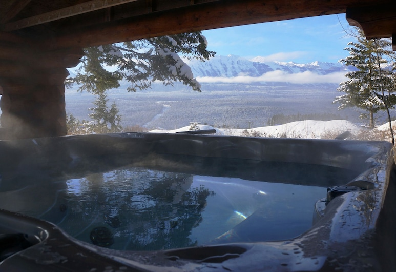 Whitewater Lodge, Golden, Bañera de hidromasaje al aire libre