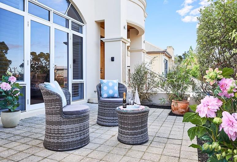 Sorrento Beach Manor, Sorentas, Liukso klasės numeris, 1 didelė dvigulė lova, židinys, vaizdas į sodą, Terasa / vidinis kiemas