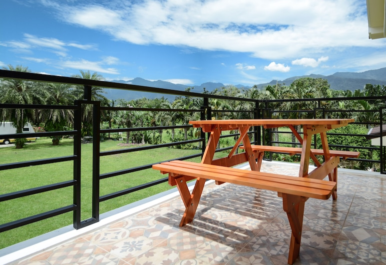 Greenfield B&B, Shoufeng, Family Room, Multiple Beds, Courtyard View, Terrace/Patio