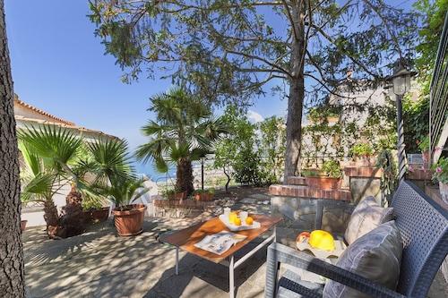 private-villa-sea-view-parking-air