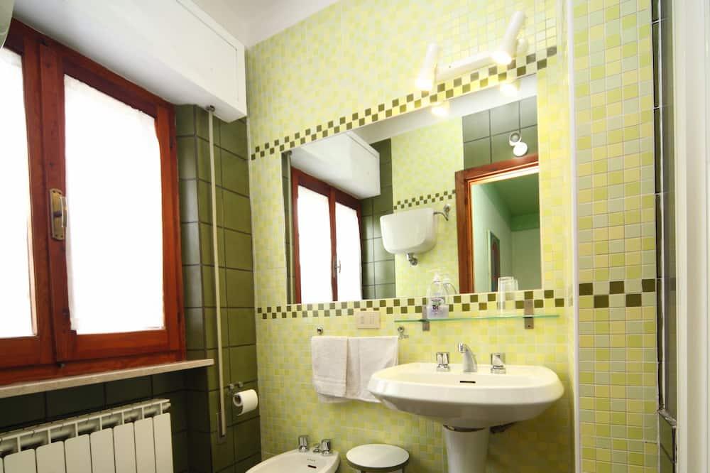Szoba kétszemélyes ággyal (N3) - Fürdőszoba