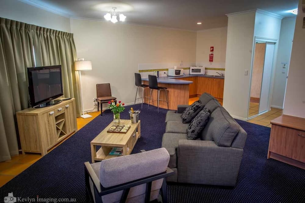 Deluxe King Room - Living Area