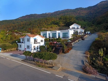 Picture of Namhae Bluemare Pension in Namhae