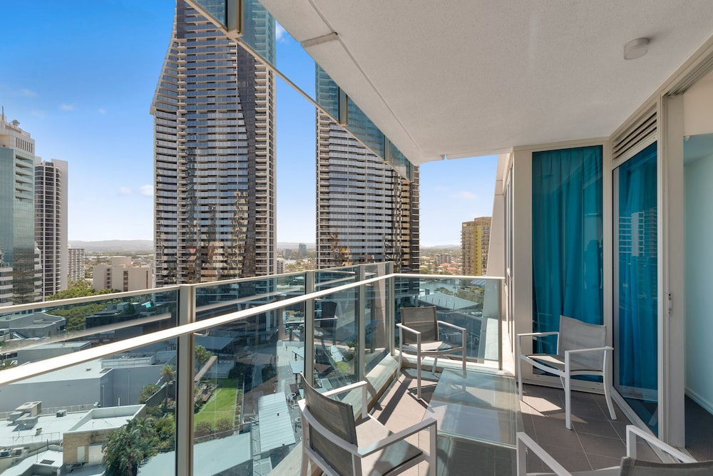 H residence surfers paradise apartment