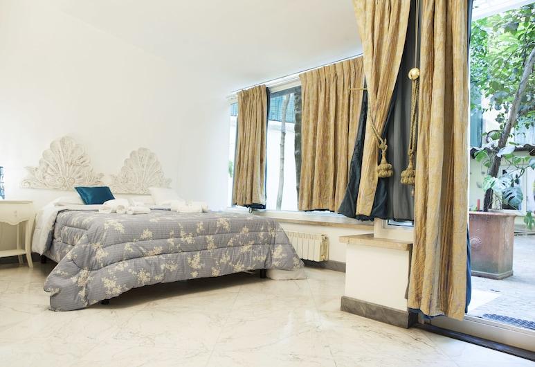 Domus Dea, Rom, Deluxe-værelse med dobbeltseng eller 2 enkeltsenge - udsigt til have, Værelse