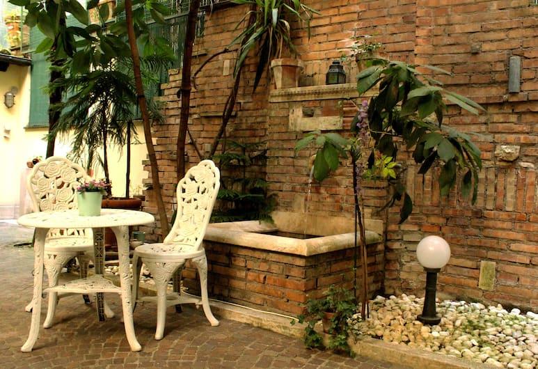 Domus Dea, Rome, Garden