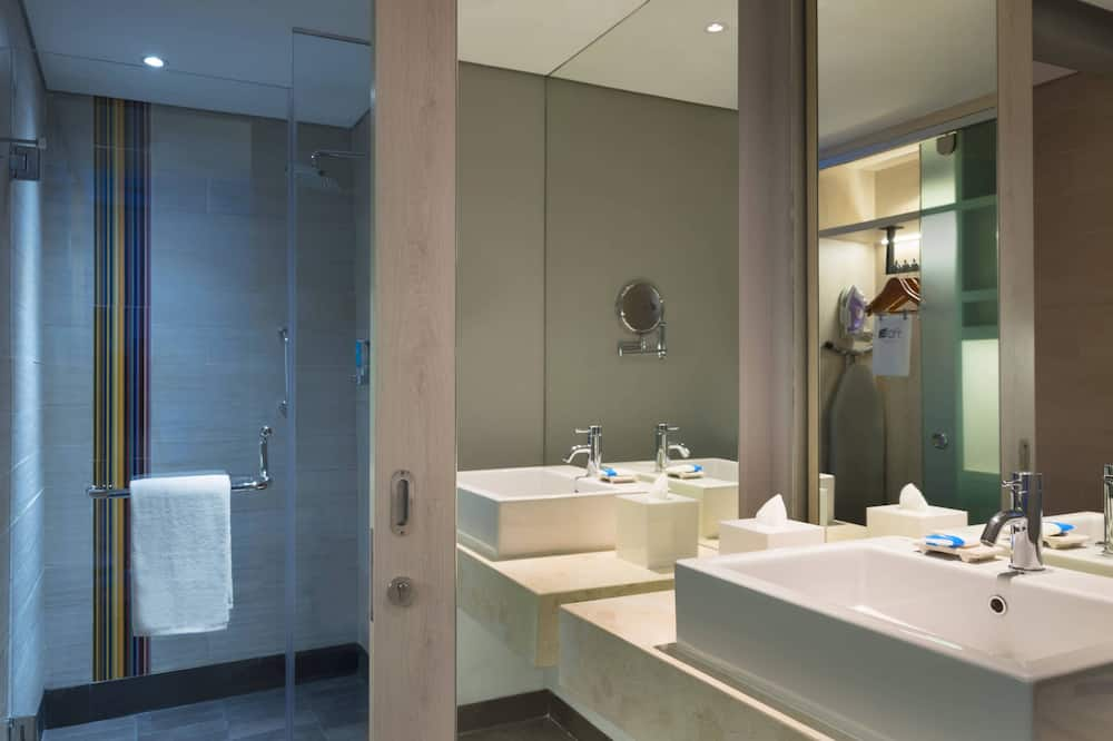 Urban, Zimmer, 1King-Bett, Nichtraucher - Badezimmer
