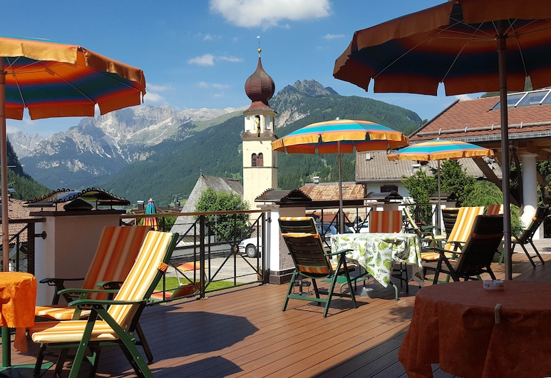 Hotel Cesa Tyrol, Canazei, Terrasse/veranda