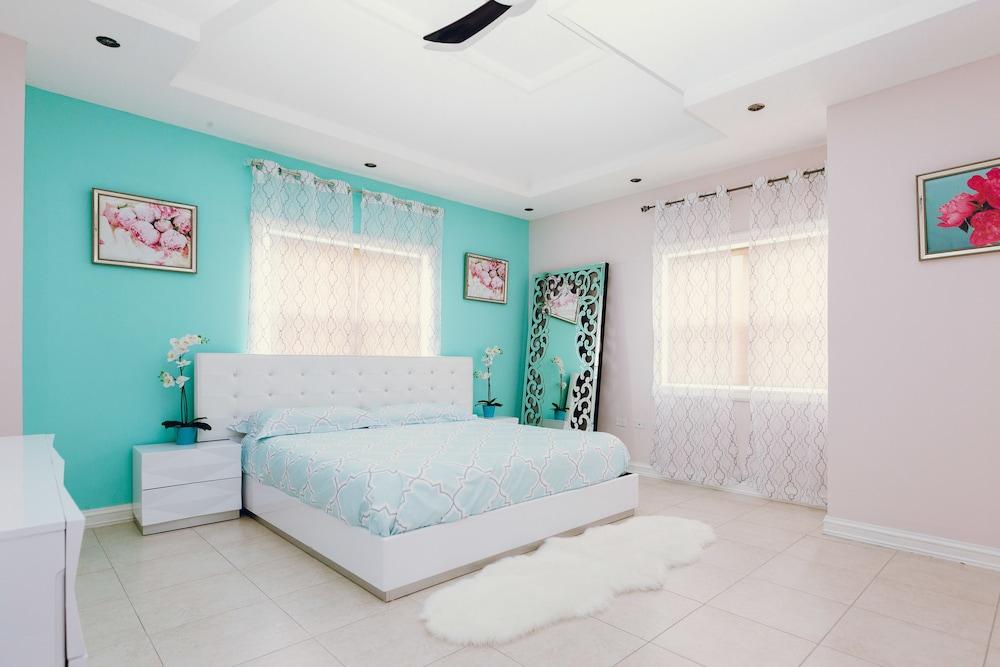 Sparkle Luxury Kingston