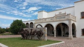 Mynd af Hotel Hacienda Santa Fe í Silao