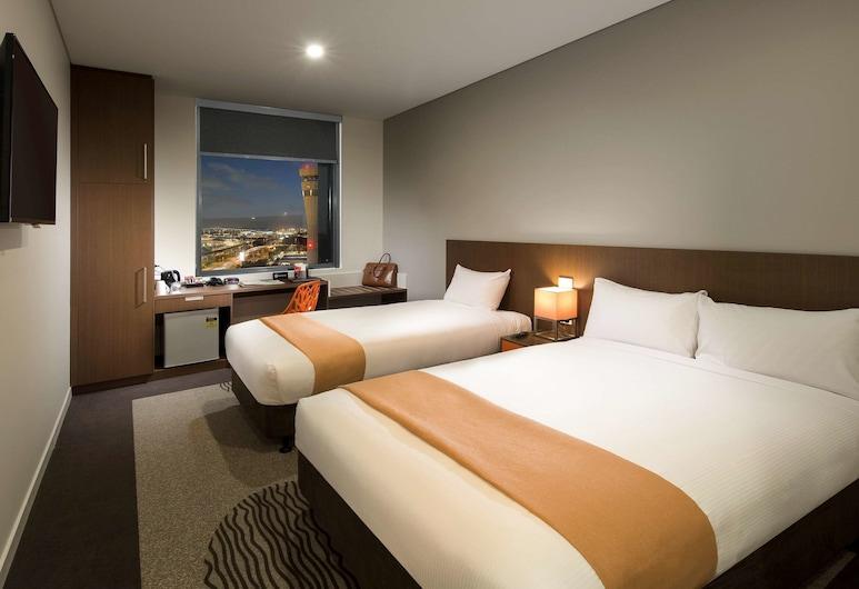ibis Brisbane Airport Hotel, Brisbane Airport, Standard tvåbäddsrum - flera sängar, Gästrum